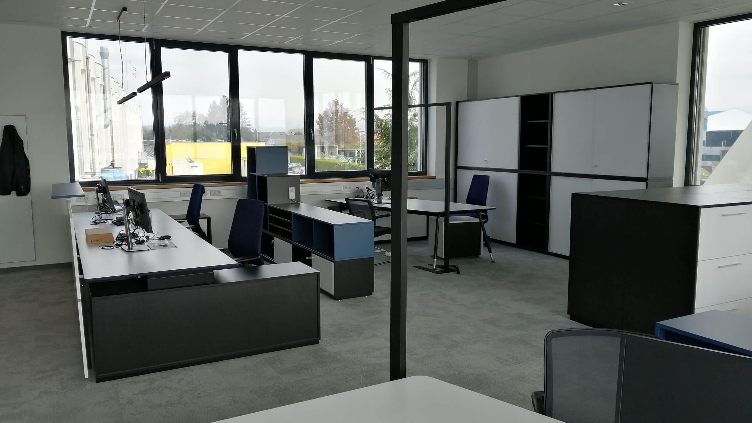 HOS-Technik-Büroeinrichtung